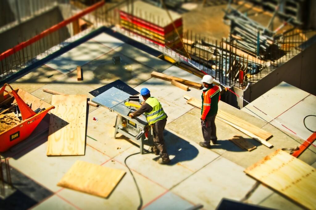 zdjęcie - robotnicy na budowie