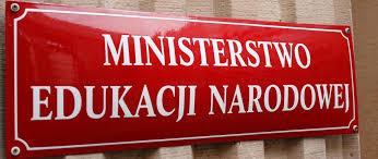 Tablica informacyjna z napisem: Ministerstwo Edukacji Narodowej