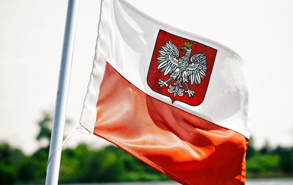 Zdjęcie przedstawiające flagę Polski.