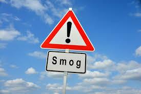 Grafika ze znakiem ostrzegawczym: smog!