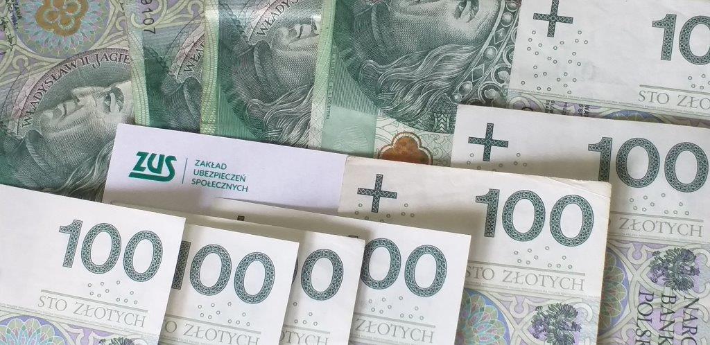 zdjęcie banknotów 100 zł
