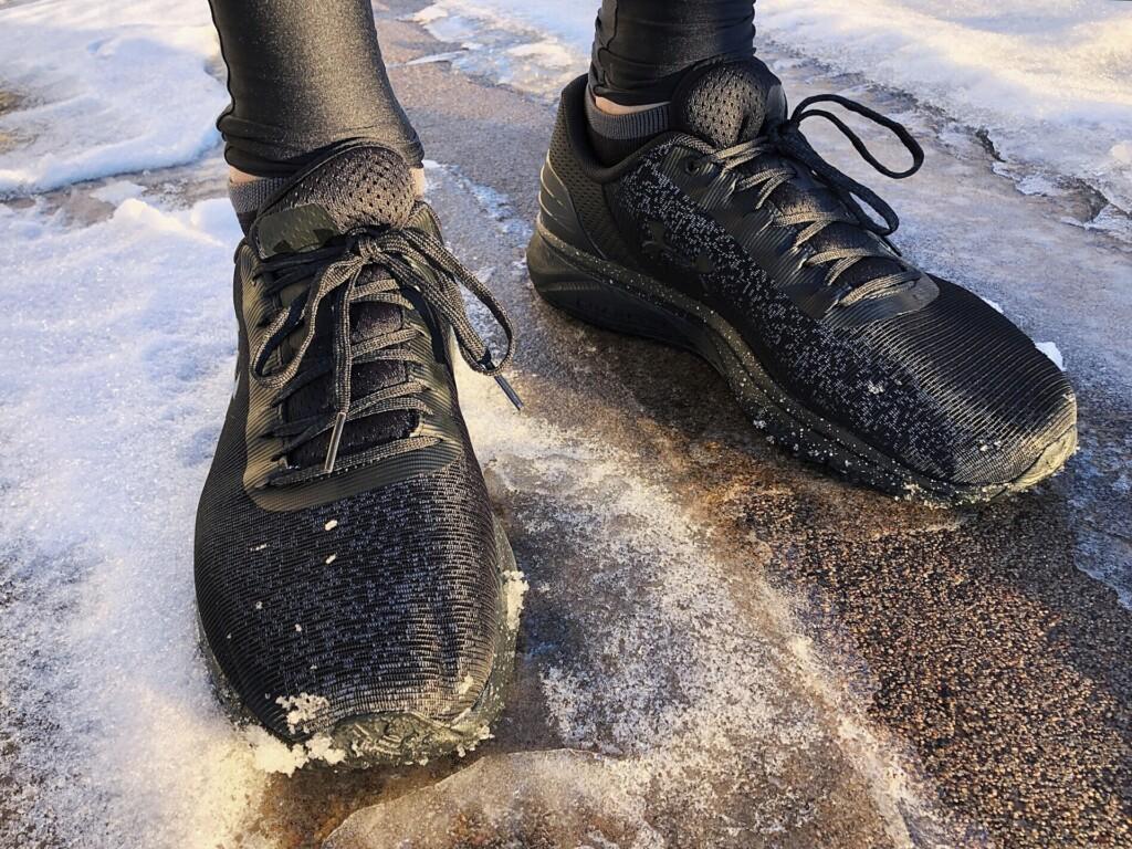 Zdjęcie biegacza zimą.