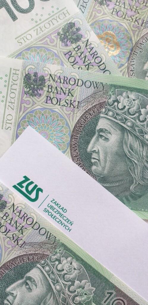 Zdjęcie przedstawiające banknoty.