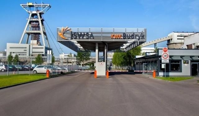 """Zdjęcie bramy wjazdowej do JSW S.A. KWK """"Budryk""""."""