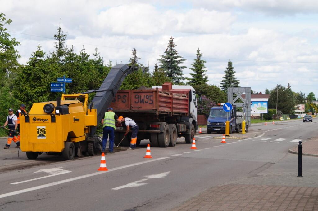 Zdjęcie prac wymiany nawierzchni przy ul. Zwycięstwa.