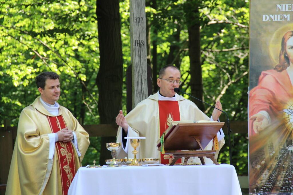 Zdjęcie z uroczystości Najświętszego Ciała i Krwi Chrystusa - Ornontowice 3 czerwca 2021 roku.