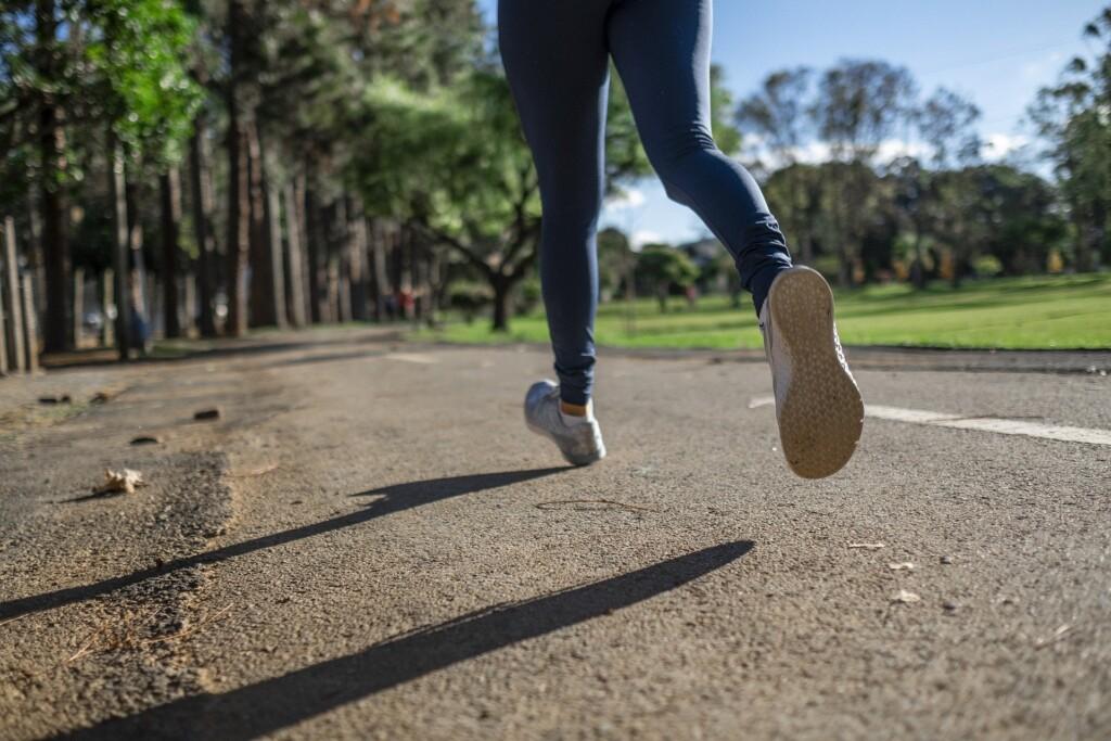 Zdjęcie biegaczki.